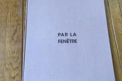 01-par_la_fenetre
